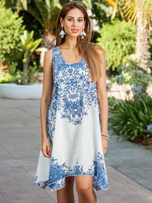 Сарафан пляжный бело-голубого цвета с орнаментом   5601451