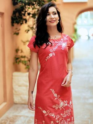 Платье пляжное кораллового цвета с цветочной вышивкой | 5601594
