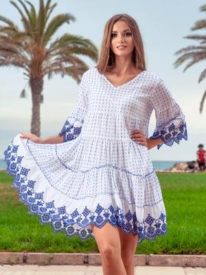 Туника пляжная бело-голубого цвета с орнаментом | 5601229