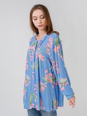 Рубашка голубого цвета с цветочным принтом | 5609550