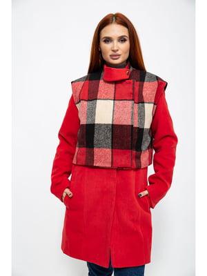 Пальто красного цвета в клетку   5275926