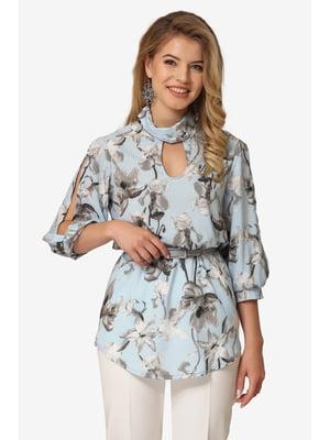 Блуза блакитна з квітковим принтом | 5627241