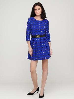 Платье цвета электрик в принт | 5641710