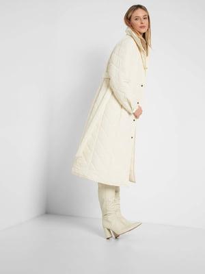 Пальто-пуховик молочного цвета | 5647308