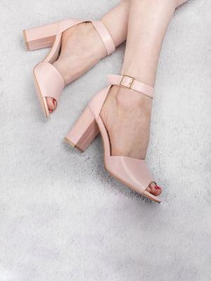 Босоніжки рожевого кольору | 5657046