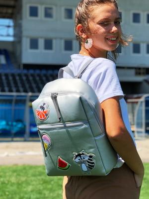 Рюкзак сріблястого кольору з декором   5657350