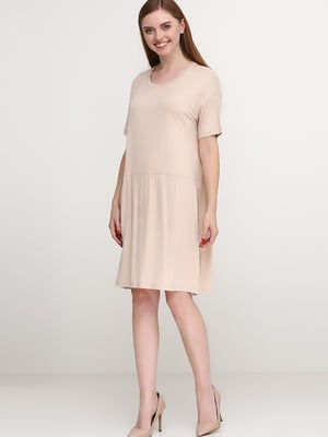 Платье бежевого цвета | 5658743