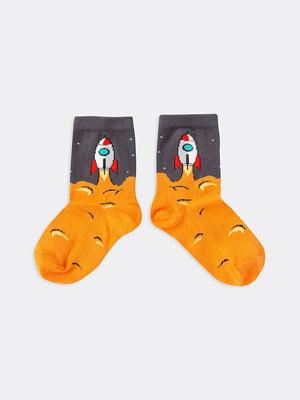 Шкарпетки двоколірні в принт | 5664894