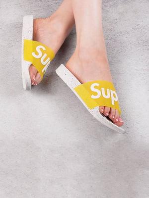 Шлепанцы желтые с принтом | 5675941