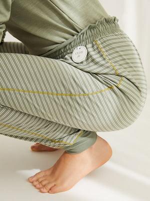 Штани кольору хакі в смужку | 5676579