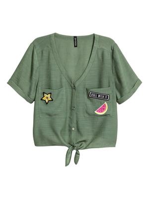 Блуза-топ кольору хакі з аплікаціями | 5677156