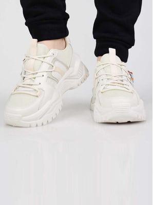 Кросівки бежевого кольору | 5645601