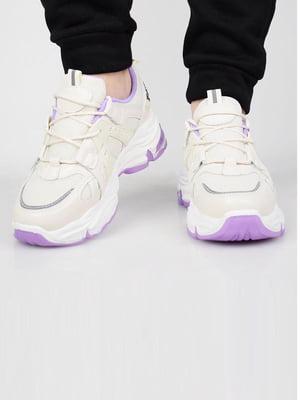 Кросівки бежевого кольору | 5645629