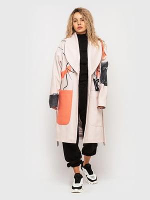 Пальто розового цвета в принт | 5682585