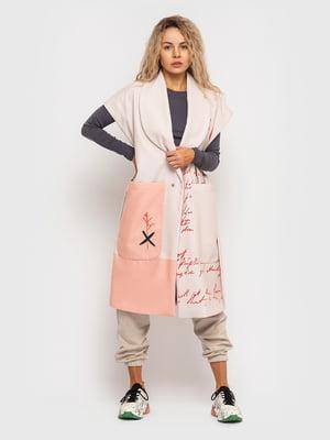 Пальто розового цвета в принт | 5682586