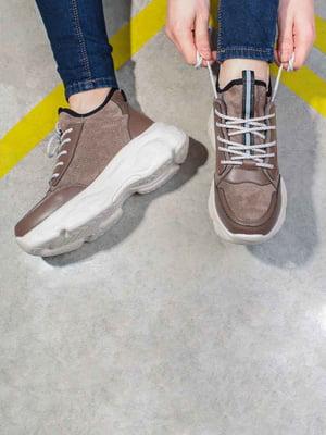Кросівки коричневого кольору | 5642904