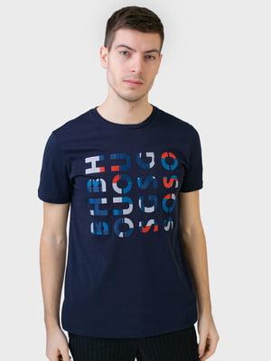 Футболка темно-синя з принтом | 5693480