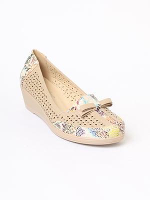 Туфлі бежевого кольору з квітковим візерунком   5701855