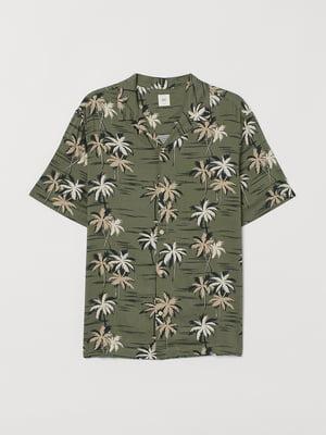 Сорочка кольору хакі в тропічний принт | 5711501