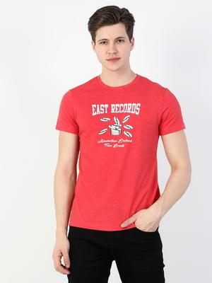 Футболка червоного кольору з принтом | 5709025