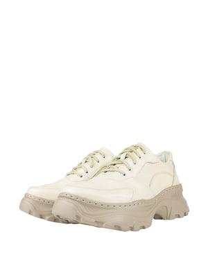 Кросівки бежевого кольору | 5740477