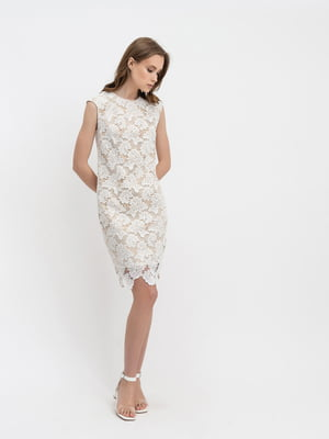 Платье молочного цвета с узором   5343288