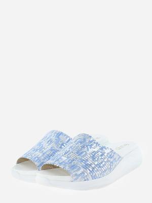 Шльопанці біло-блакитного кольору з декором-логотипом   5729069