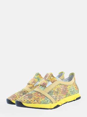 Кросівки комбінованого кольору в принт | 5751085
