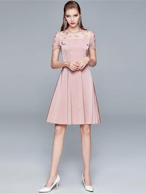 Платье пудрового цвета с рисунком   5760779