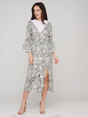 Платье бело-зеленое в принт | 5769455
