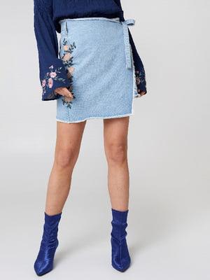 Юбка голубая с цветочной вышивкой | 5788383