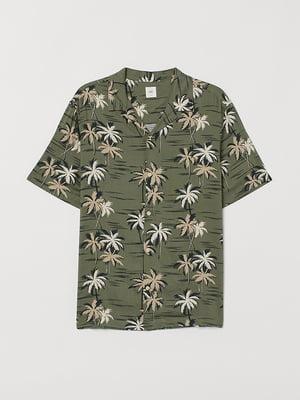 Рубашка цвета хаки в тропический принт   5829957
