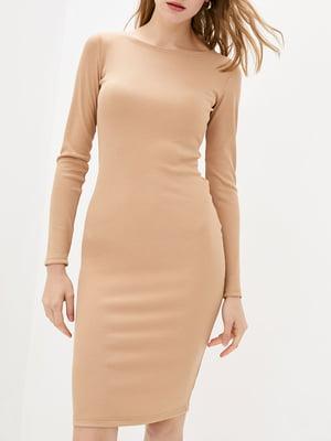 Платье-футляр бежевое   5905282