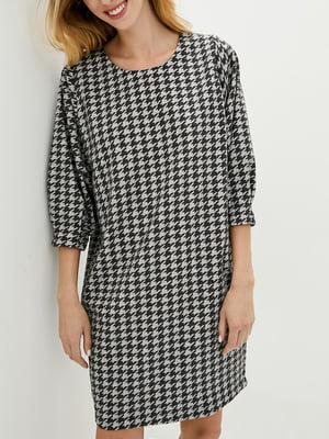 Платье А-силуэта серое в принт   5905311