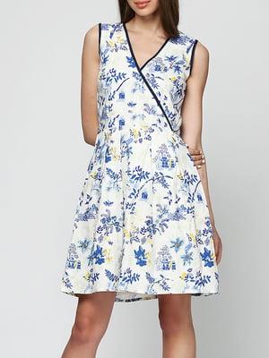 Платье А-силуэта белое в цветочный принт   5905496