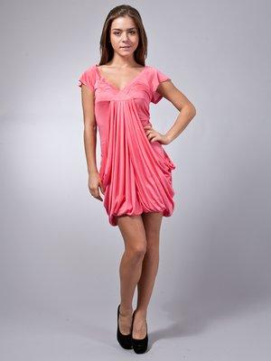 Платье кораллового цвета с драпировкой   30769