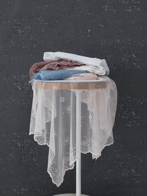 Скатертина біла (145х145 см) Marie Claire 3900796