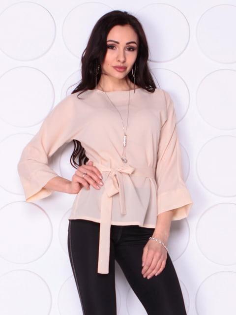 Блуза бежевого кольору з поясом Laura Bettini 5010389
