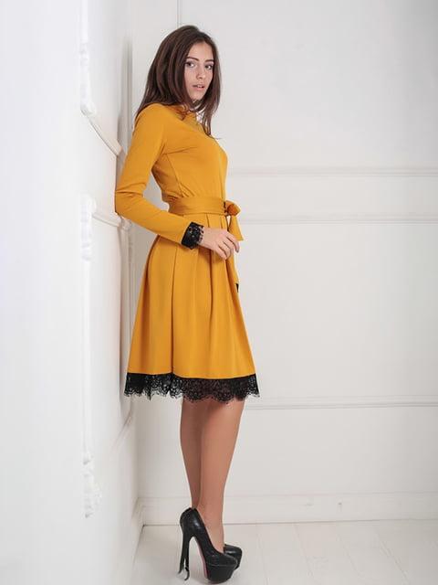 Платье горчичного цвета Podium 5035875