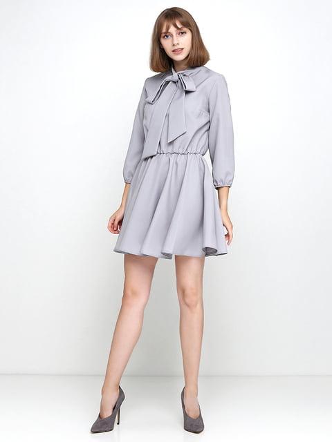 Платье серое Podium 5179347